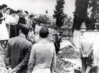 Fido viene sepolto al limite del cimitero di Luco di Mugello.