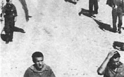 Borgo San Lorenzo, partigiani sfilano in piazza Dante subito dopo la liberazione