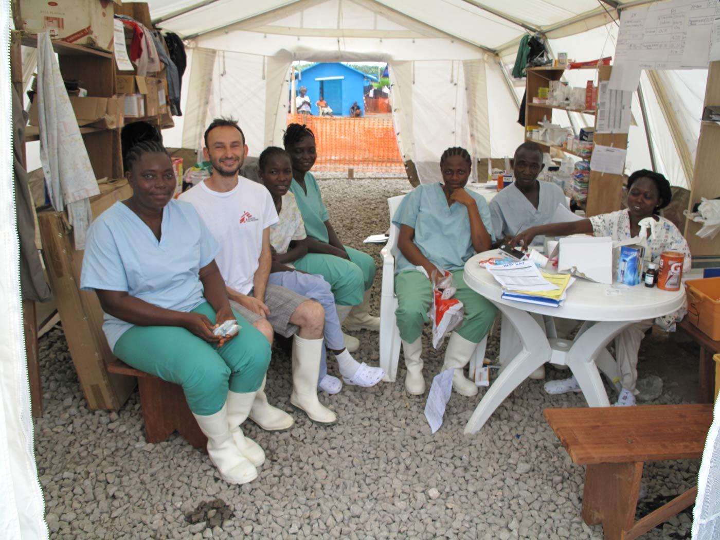 Massimo Galeotti, operatore umanitario di Medici Senza Frontiere, in Liberia, nel Centro contro l'Ebola