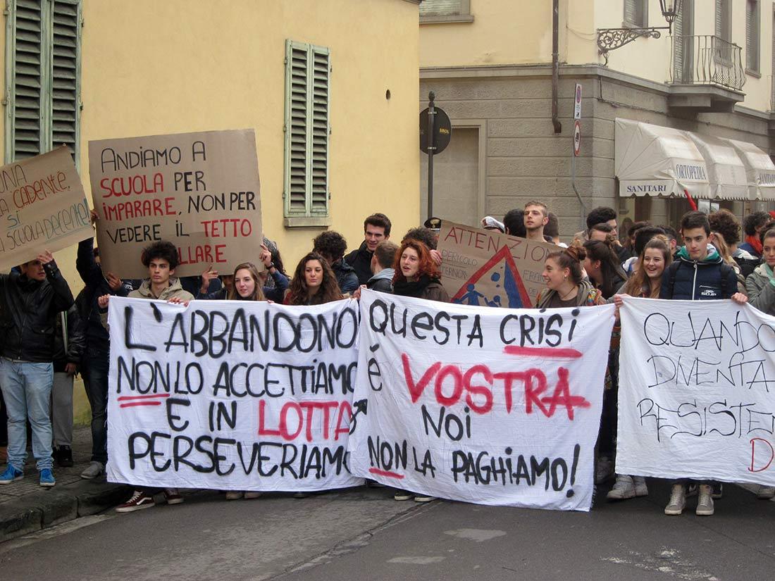 """Il corteo degli studenti del """"Chino Chini"""" di Borgo San Lorenzo, 29 novembre 2014"""