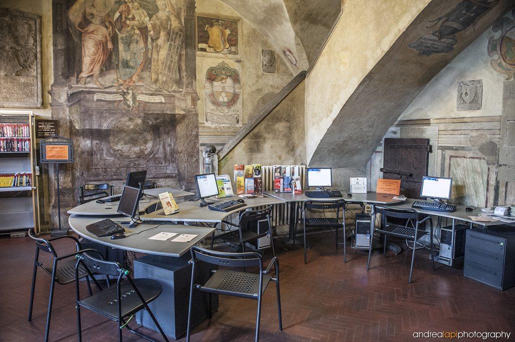 biblioteca comunale borgo scritta