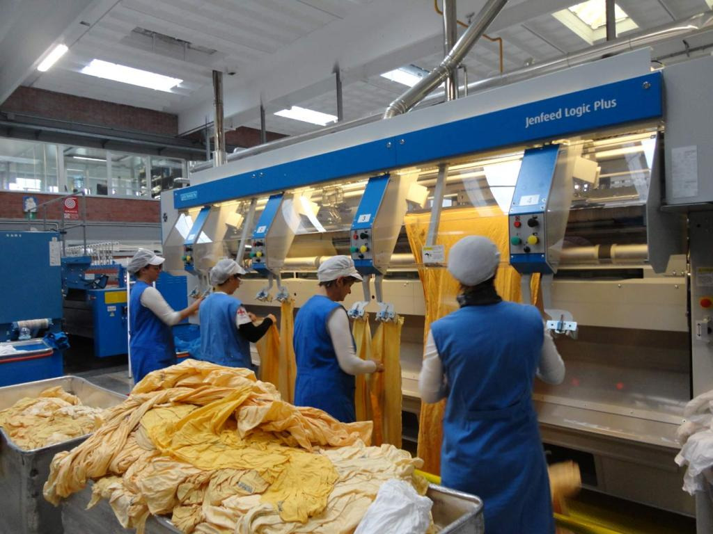 La Chi-Ma, operaie al lavoro