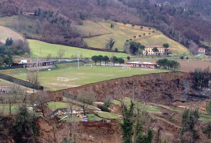 Il campo sportivo di Casola distrutto dalla frana
