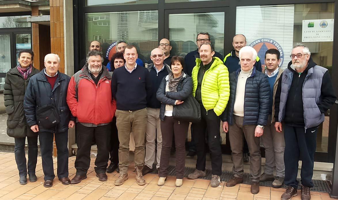 I responsabili delle associazioni di volontariato mugellano, con il presidente dell'Unione dei Comuni Ignesti