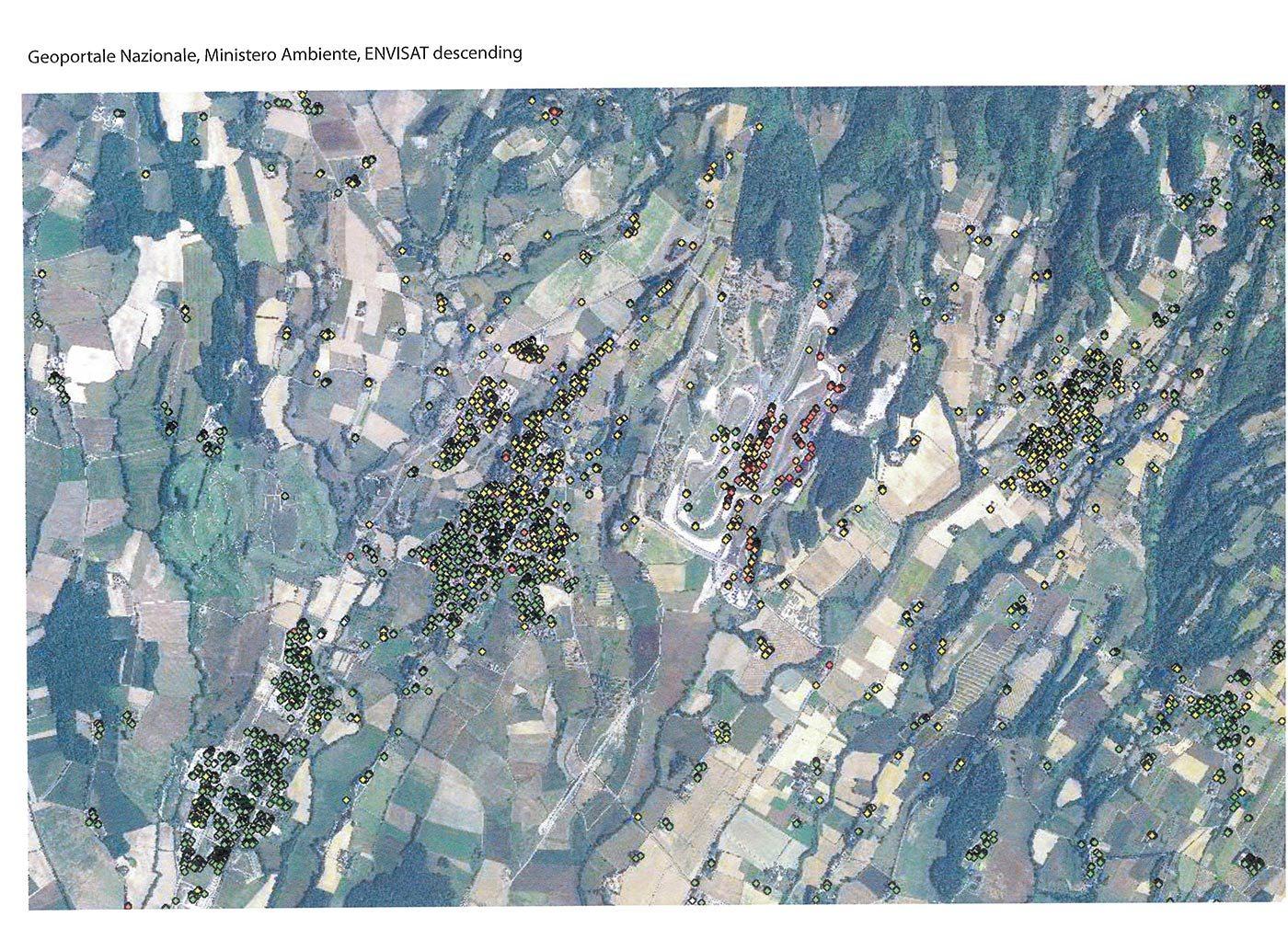 Zona di Scarperia - Luco di Mugello. Al gentro l'autodromo. I rilevamenti dei punti di subsidenza nelle immagini satellitari pubblicati dal Geoportale nazionale del Ministero dell'Ambiente