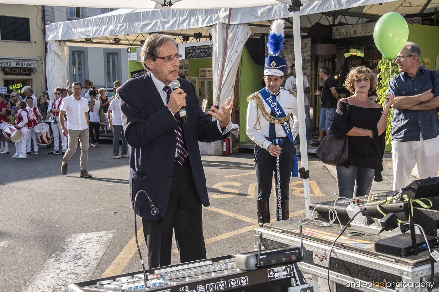 Il Sindaco Roberto Izzo Che inaugura la Fiera Calda