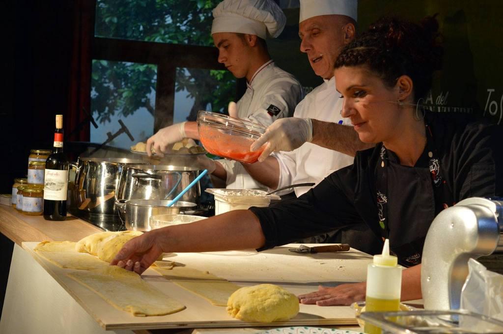 La Chef Giulia Speranza nella settimana del Mugello a Toscana Fuori Expo a Milano, con lo Chef Luigi Incrocci