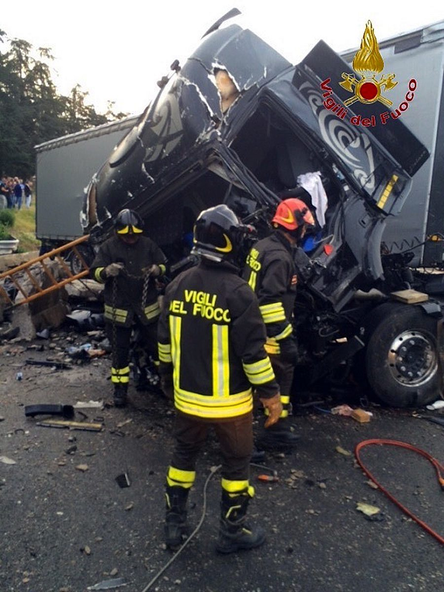 Foto dell'incidente - I Vigili del Fuoco all'opera