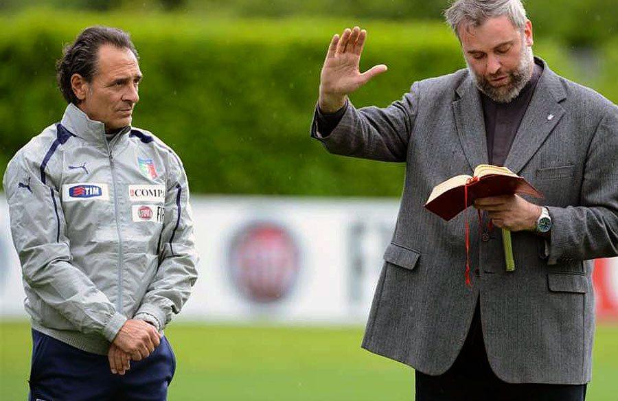 Don Massimiliano Gabricci con Cesare Prandelli
