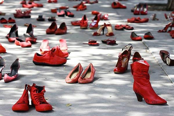 scarpe-violenza-donne-simbolo