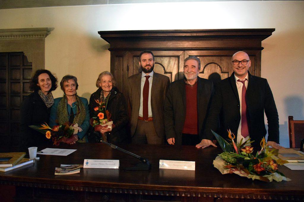 Da destra, il sindaco Giampiero Mongatti, l'assessore alla cultura Fulvio Giovannelli, l'amministratore della Germinale Giorgio Gramegna, le architette Carla Rombi, Stefania Salomone e Cassese