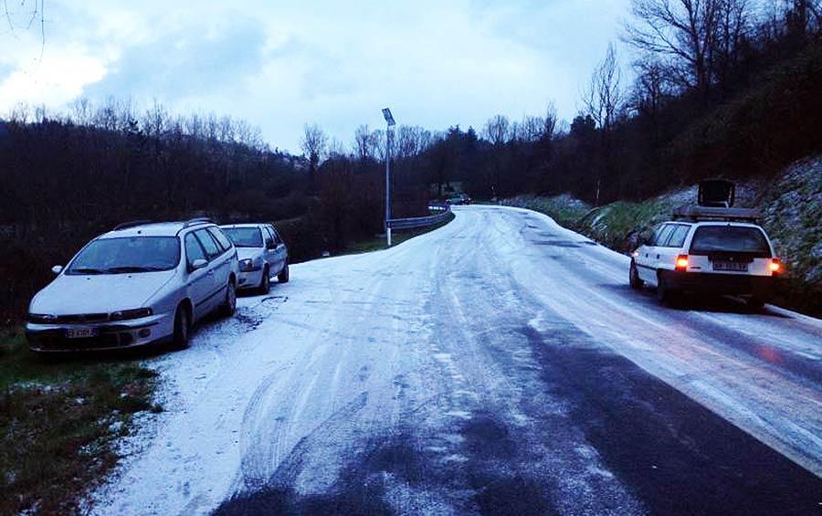 nevicata-16-gennaio-ghiaccio-strada-1
