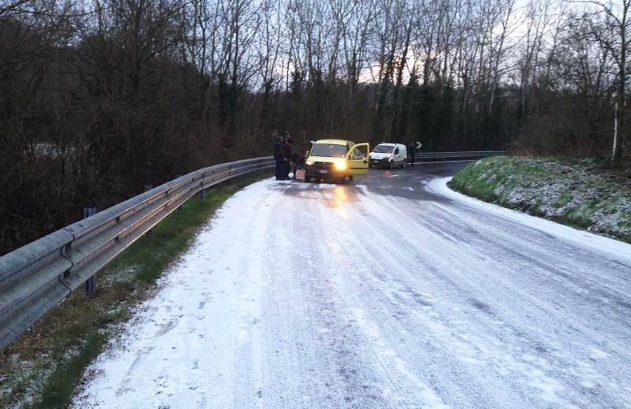 nevicata-16-gennaio-ghiaccio-strada-3