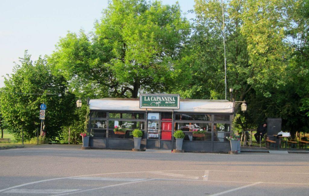 Il chiosco nel parcheggio di viale della Resistenza a Borgo San Lorenzo