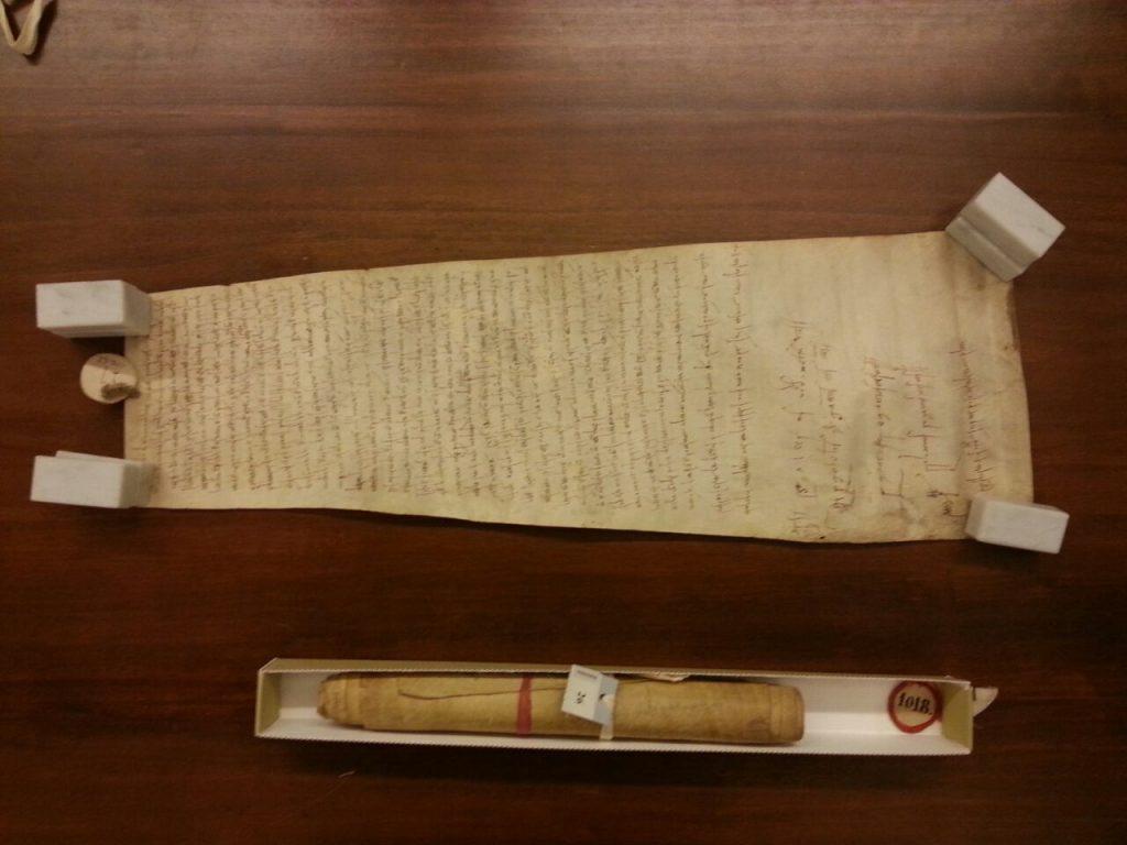 La pergamena del 1018 con la prima citazione della pieve di San Piero a Sieve (immagini Fabio Berti, 2016)