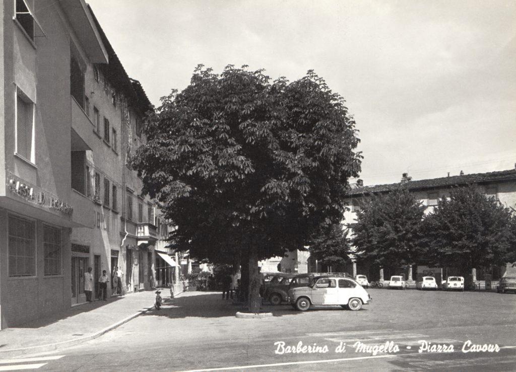 Barberino piazza Cavour anni 60.1