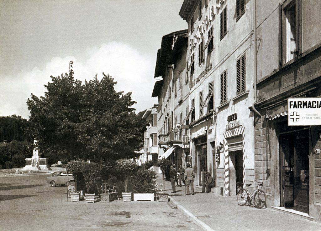 Barberino piazza Cavour anni 60.3