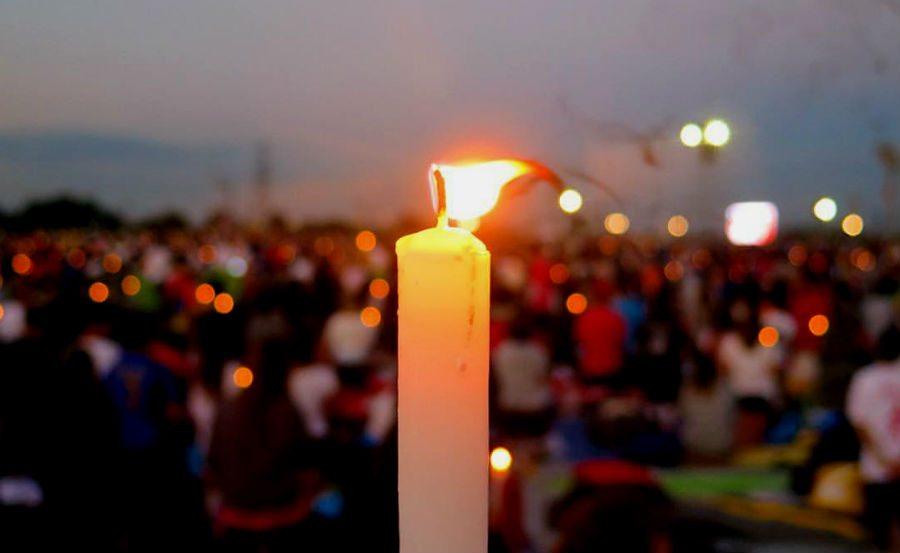 candela accesa cracovia veglia papa mugello
