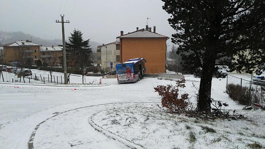autobus-ataf-neve-sbandato-2