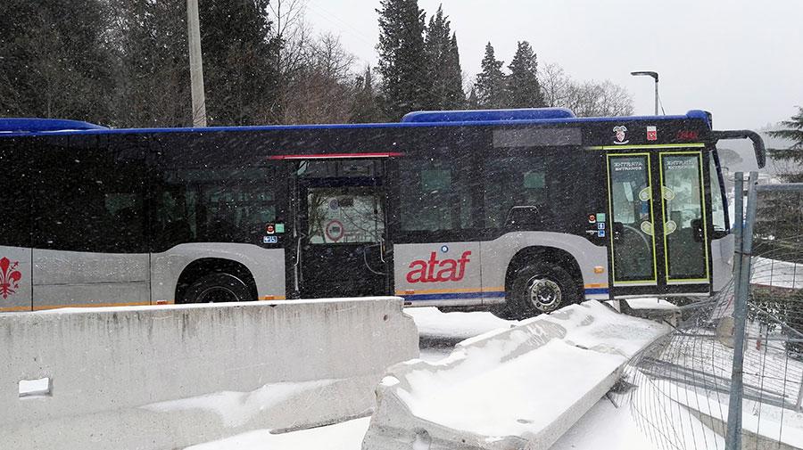 autobus-ataf-neve-sbandato-3