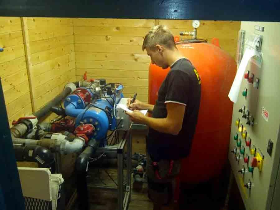 Controllo ordinario impianto irrigazione Four Season a Firenze per interventi e trattamenti alle piscine