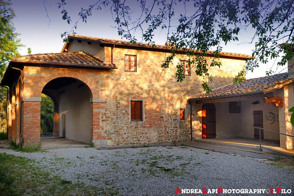 La Casa di Giotto a Vespignano. Che Casa di Giotto non è, essendo attestato che la famiglia abitava al Colle di Vespignano