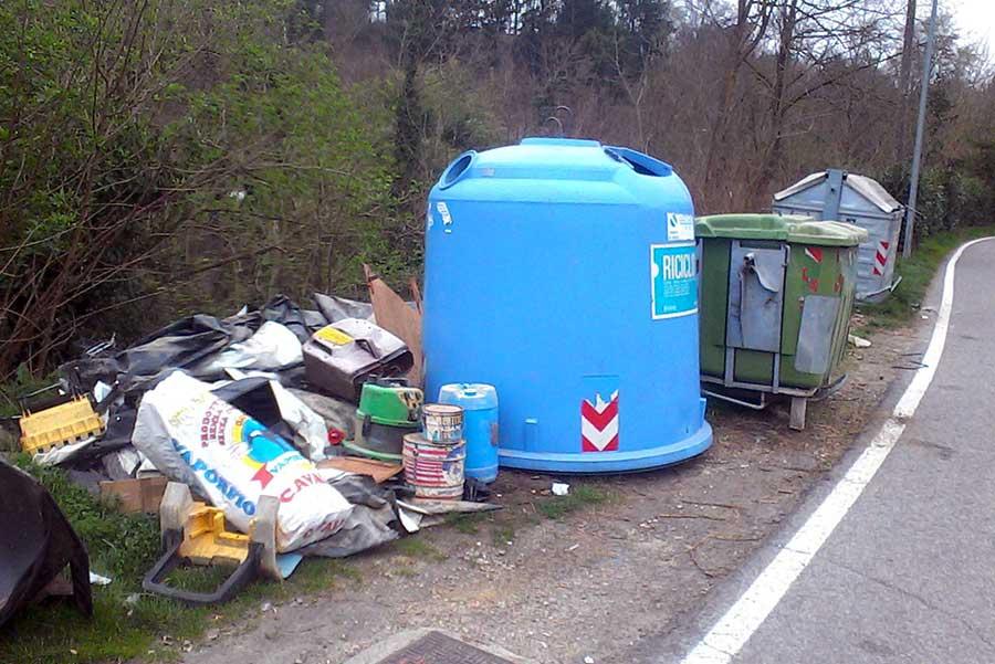 degrado-cassonetti-raccolta-rifiuti-luco-mugello-11