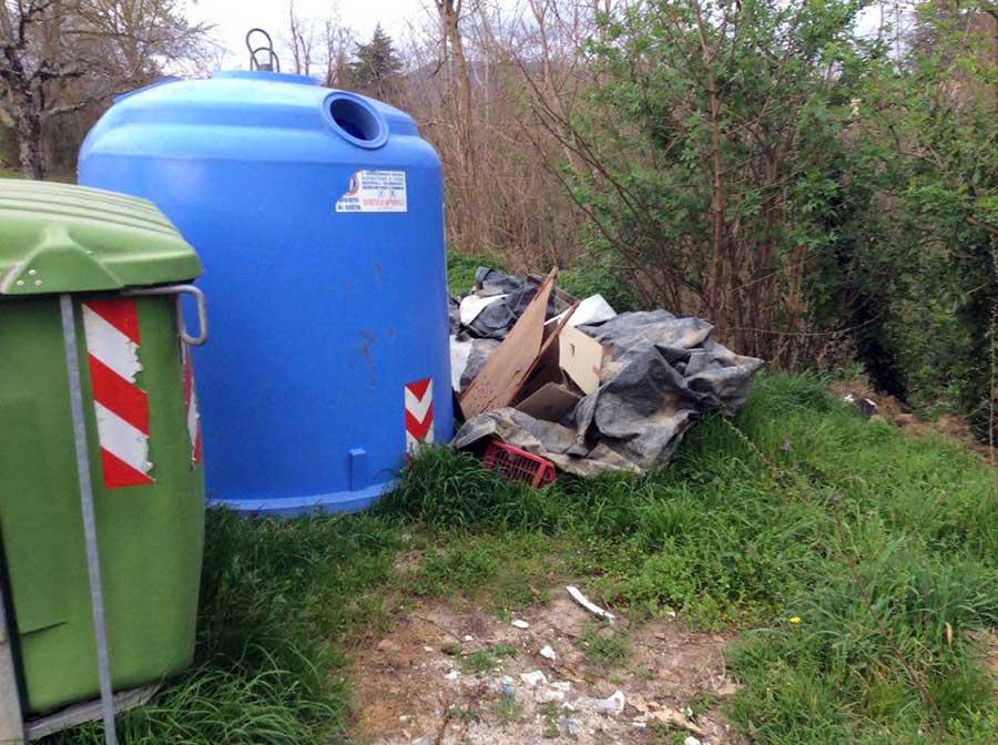 degrado-cassonetti-raccolta-rifiuti-luco-mugello-4