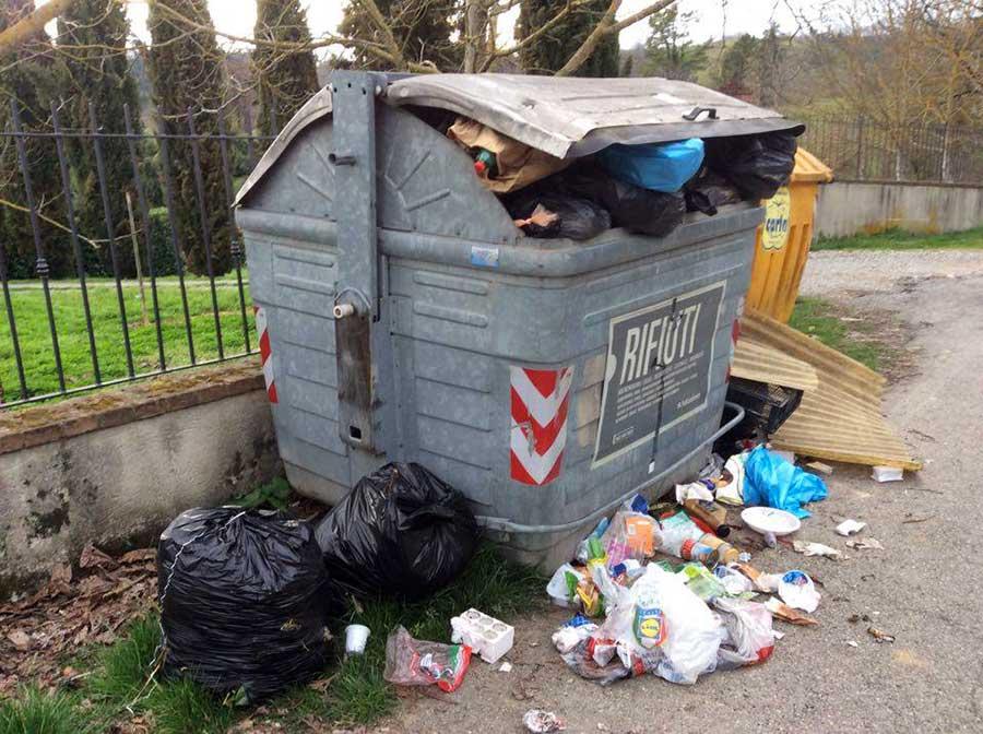 degrado-cassonetti-raccolta-rifiuti-luco-mugello-6