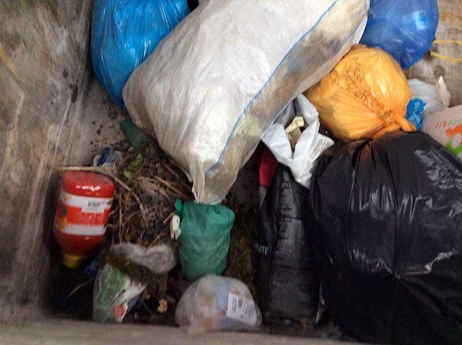 degrado-cassonetti-raccolta-rifiuti-luco-mugello-9