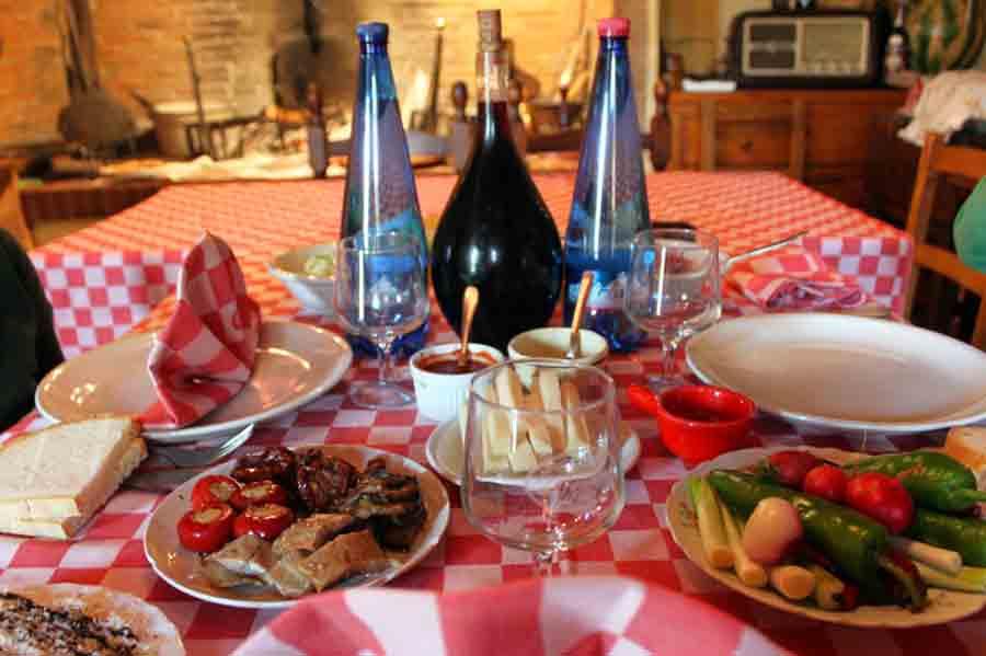 tavola-antica-osteria-di-nandone-omomorto-2