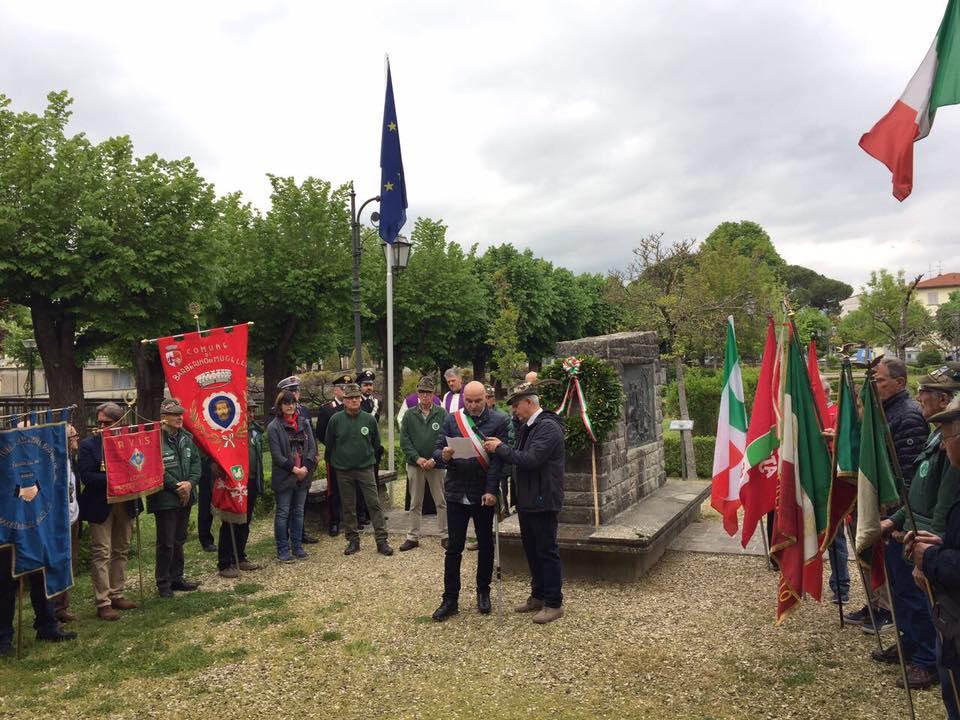 Monumento ai caduti festa della libertà