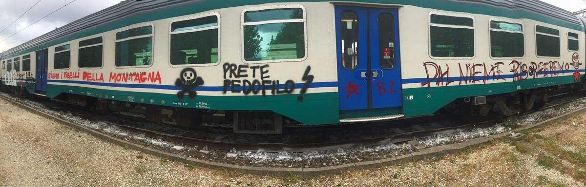 treni-grafitati-borgo-san-lorenzo-1