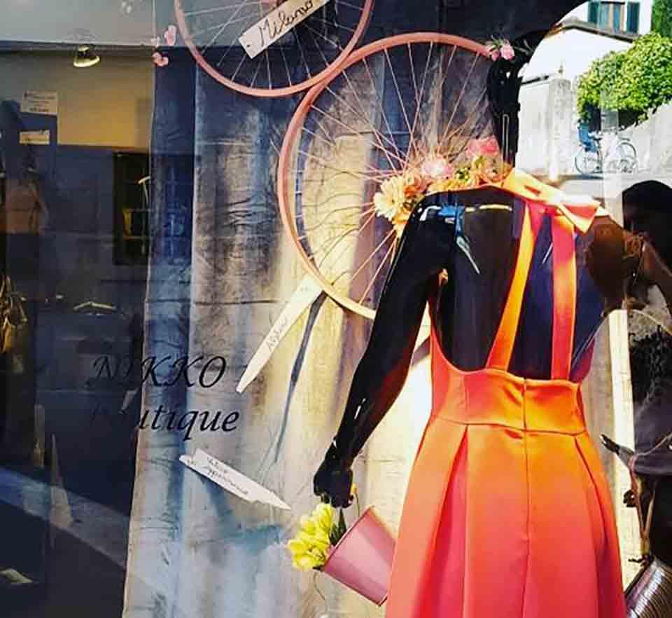 Anche la boutique Nikko di Barberino aspetta il Giro d'Italia con una vetrina a tema