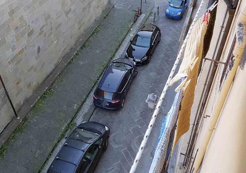 Borgo-parcheggio-selvaggio