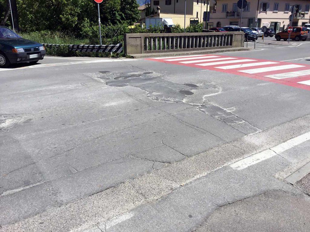 asfalto-manto-stradale-degrado-buche-borgo-2017-10