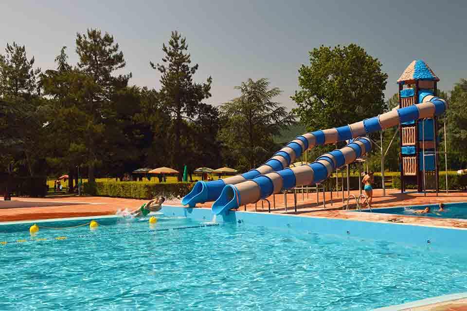 Il filo del mugello e state in piscina scivoli eventi - Piscina al coperto con scivoli ...