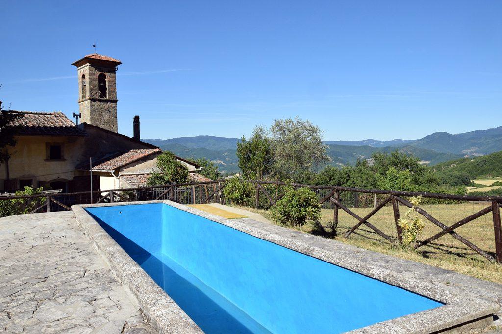 La piscina di Barbiana: è qui che il Papa terrà il suo discorso