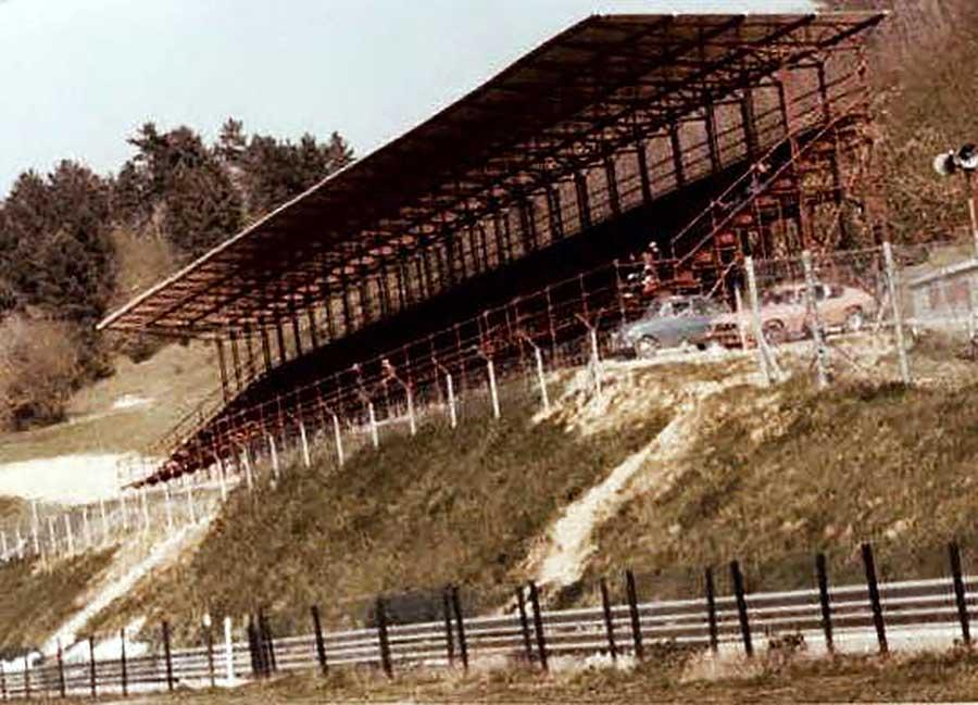 Le prime tribune dell'Autodromo del Mugello