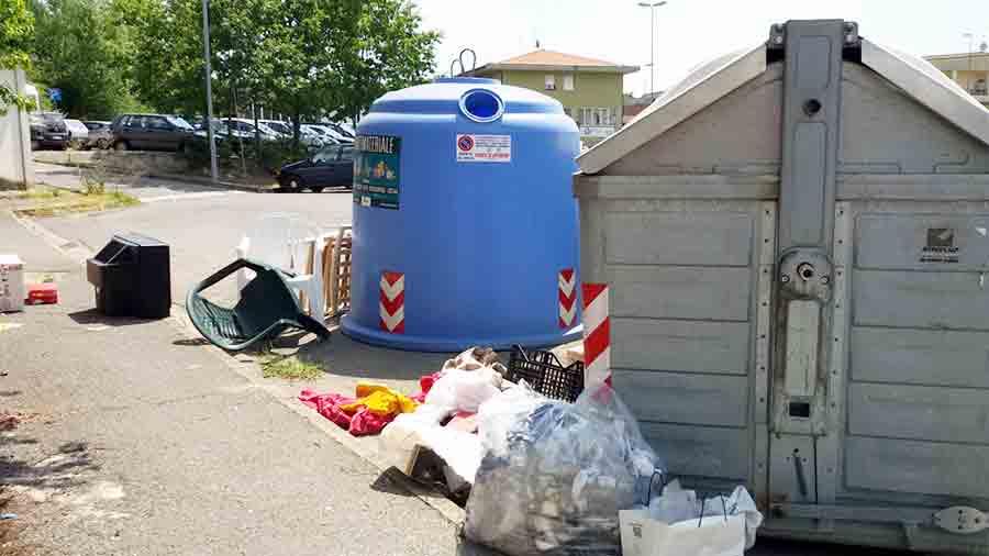 Degrado-cassonetto-via-delle-Fornaci-Borgo-1
