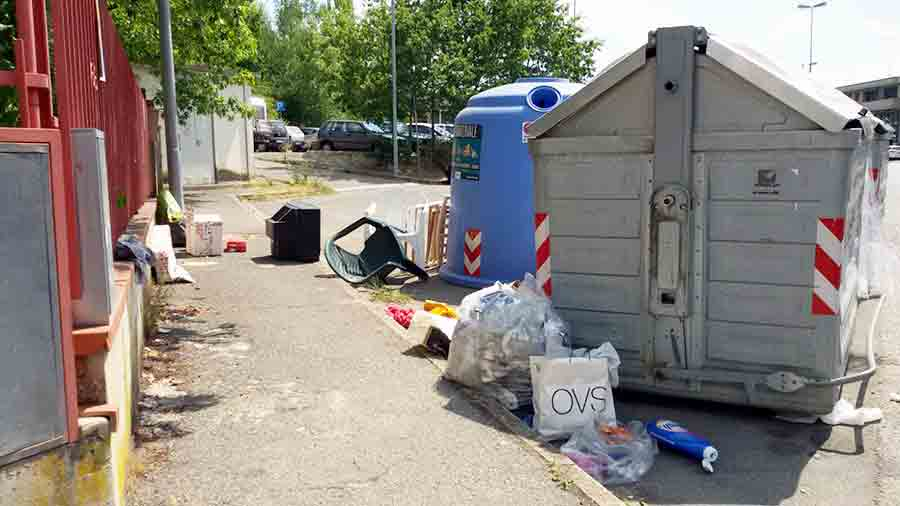 Degrado-cassonetto-via-delle-Fornaci-Borgo-3
