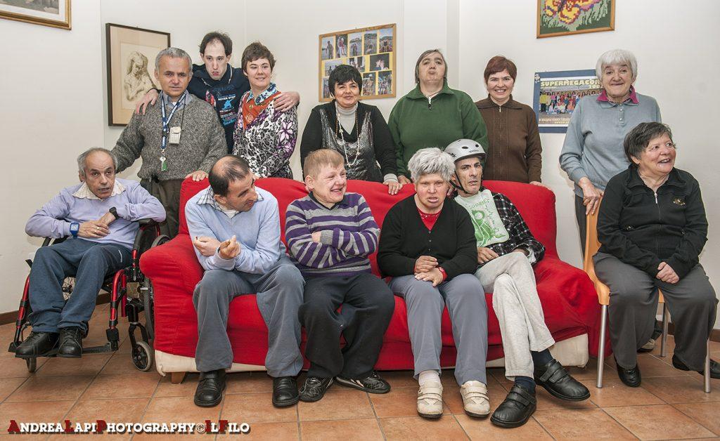 Foto di gruppo nel salotto della casa del Girasole - 2014