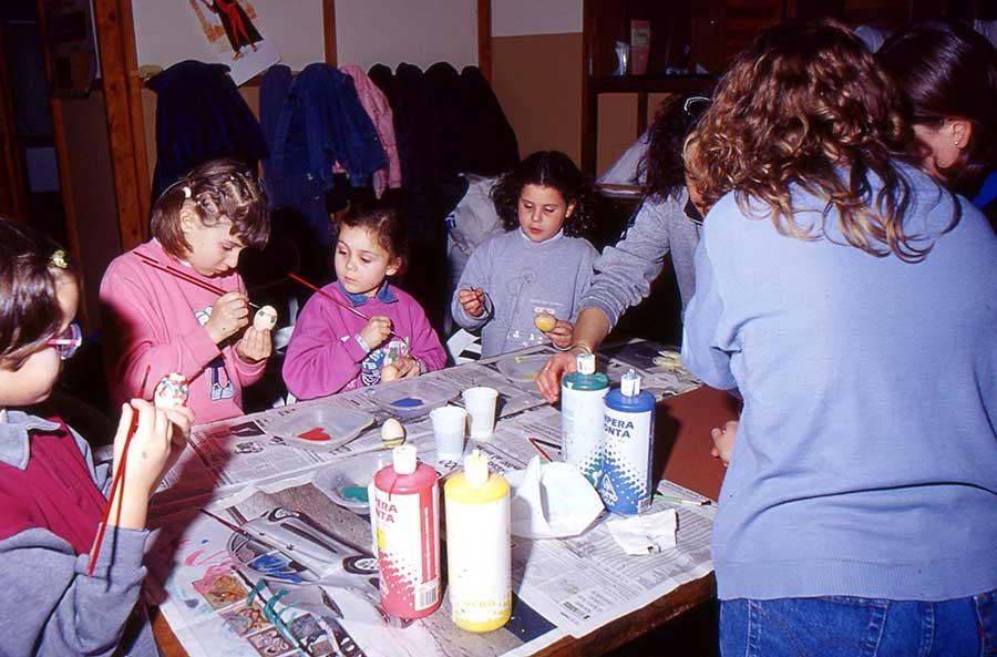 Bambine del Grim al Centro Giovanile a Borgo San Lorenzo, anno 2003