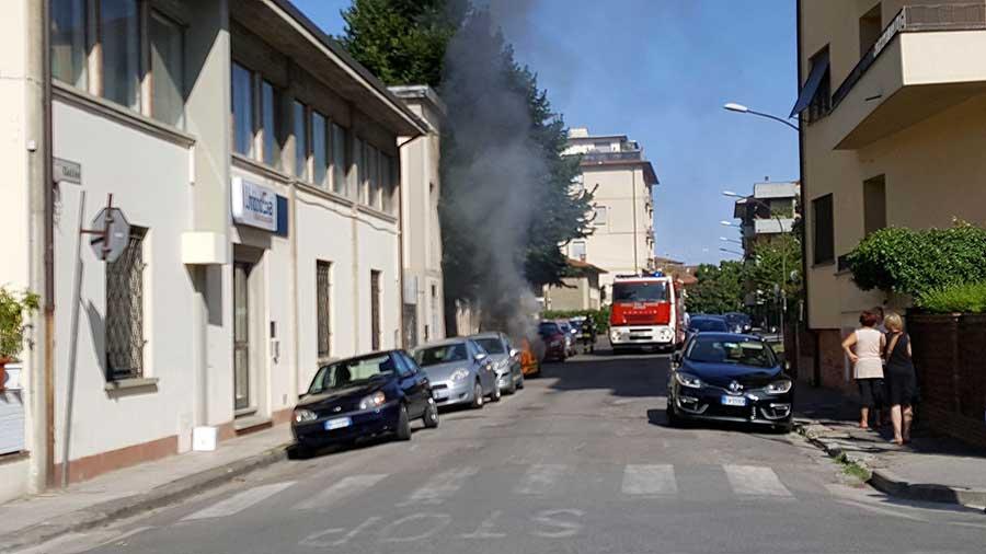 incendio-auto-vigili-2017-2
