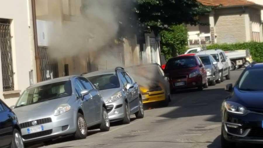 incendio-auto-vigili-2017-3