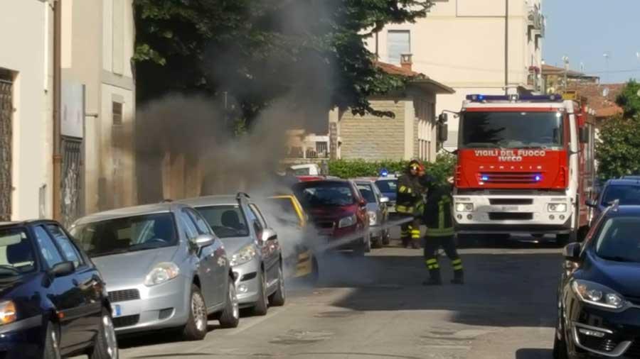 incendio-auto-vigili-2017-4