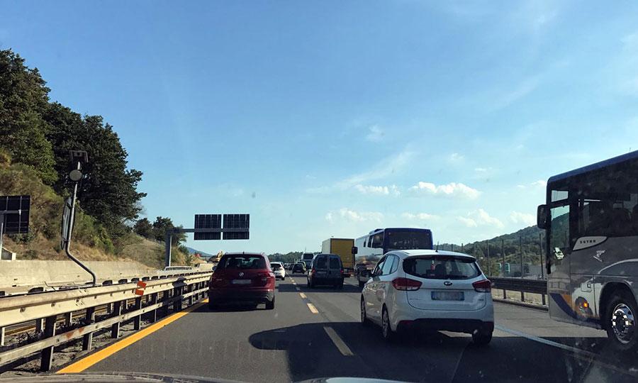 In direzione Firenze rallentamenti e stop, in direzione Bologna nessuna vettura. Il traffico è bloccato per un incidente in galleria Le Croci di Calenzano