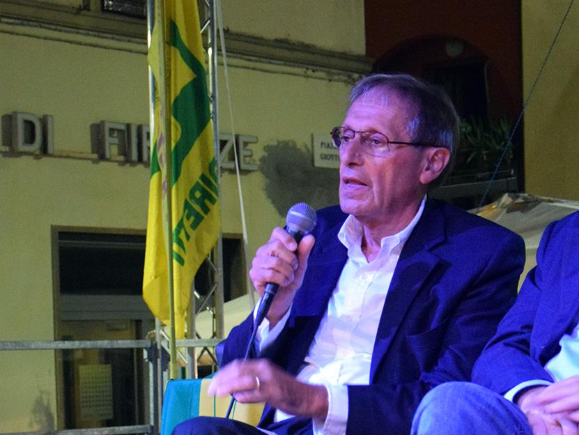 Il sindaco di Vicchio Roberto Izzo sul palco della Fiera Calda