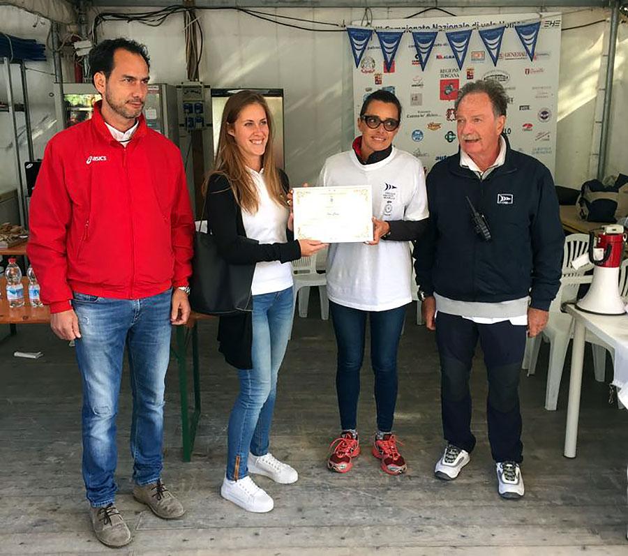 Nella foto: da sinistra l'assessore Aleandro Del Mazza, la vice campionessa mondiale di vela Elisa Gesess, il vicesindaco Sara Di Maio, il presidente del Circolo Nautico Mugello Luigi Mercatali