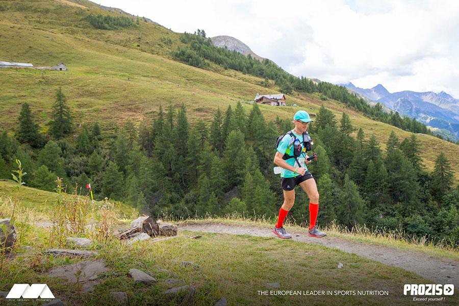Matteo Moncelli durante il passaggio al Rifugio Bonatti nel versante Italiano del Monte Bianco